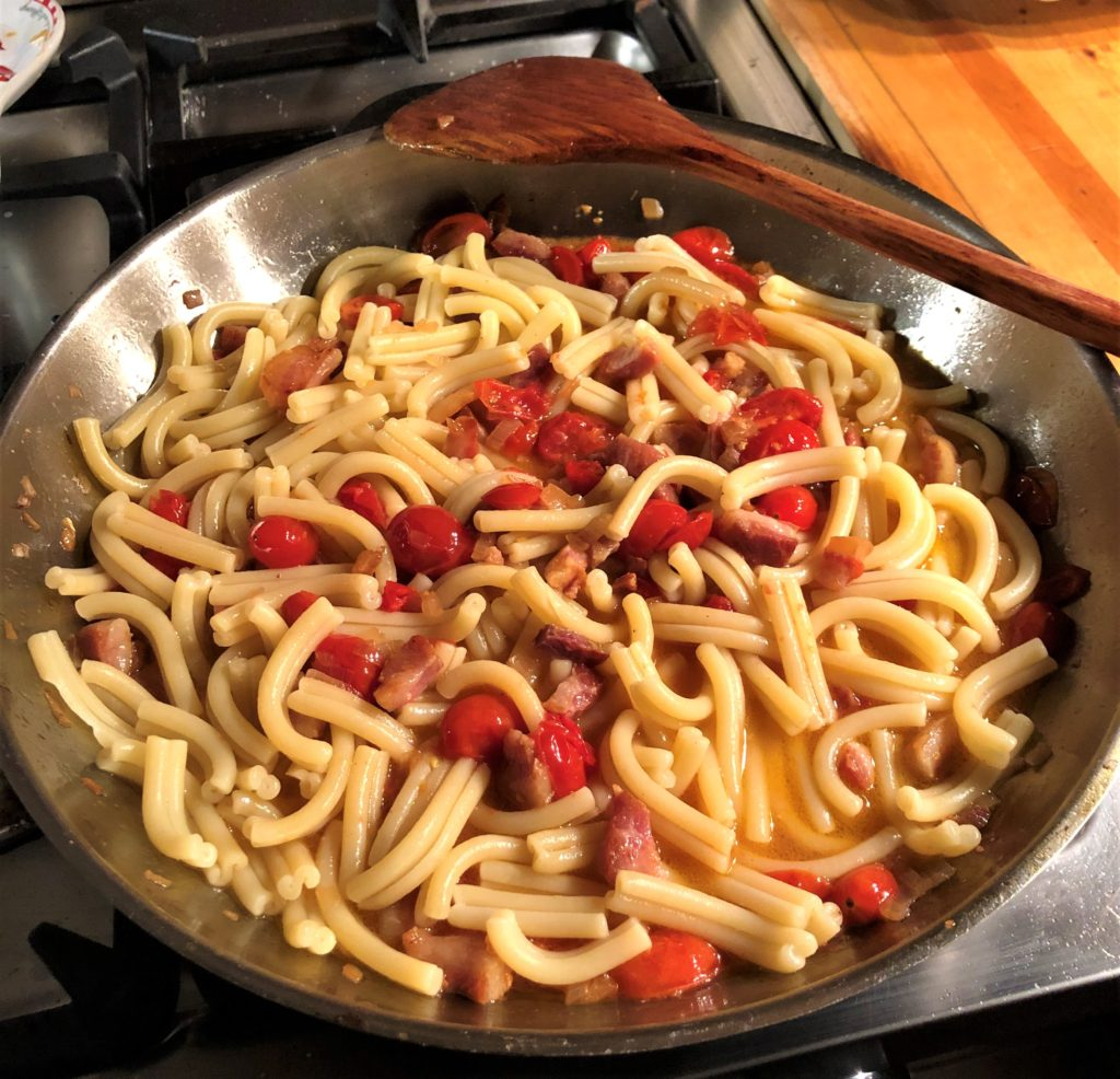 PASTA WITH GOAT CHEESE AND CHERRY TOMATOES
